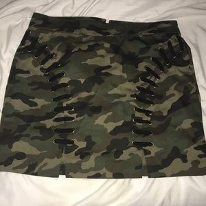 Camo Skirt! ( NEVER worn, tagged ripped off)